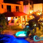 Pool and backyard at night (perfect for parties) / Alberca y jardín de noche (perfectos para reuniones)