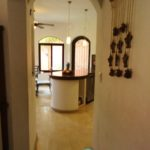 Hall way to Kitchen / Pasillo a la Cocina